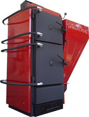 Όλα τα μέρη του λέβητα περικλείονται από νερό ακόμα και οι πόρτες ,επιτυγχάνοντας έτσι το μέγιστο αποτέλεσμα θερμικής ικανότητας μειώνοντας έτσι όλο και περισσότερο τις πιθανότητες απώλειας θερμοκρασίας του μηχανήματος.  Ο λέβητας: είναι χαλύβδινος πέντε